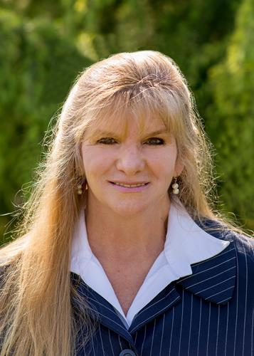 Lisa Jane Hanson a West Hills Real Estate Agent